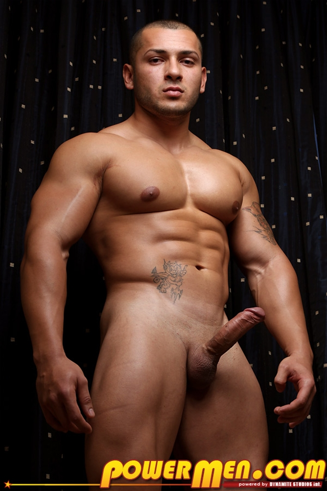 Nude-Bodybuilder-Keo-Banks-Huge-Dick-Powermen-07-photo