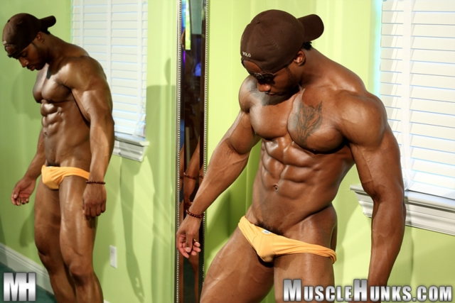 Varik-Best-Live-Muscle-Show-Gay-Naked-Bodybuilder-nude-bodybuilders-gay-muscles-big-muscle-men-gay-sex-11-gallery-video-photo