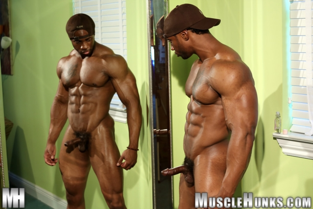 Varik-Best-Live-Muscle-Show-Gay-Naked-Bodybuilder-nude-bodybuilders-gay-muscles-big-muscle-men-gay-sex-12-gallery-video-photo