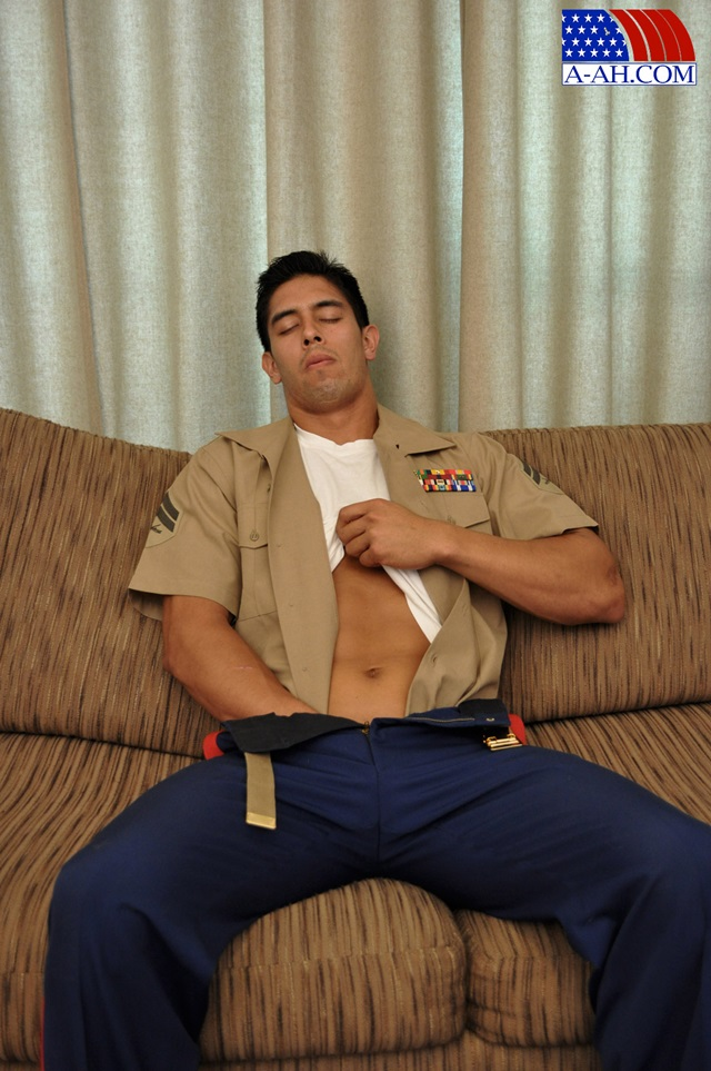Corporal-Archer-All-American-Heroes-stiff-cock-tanned-muscles-soldier-jerk-off-003-male-tube-red-tube-gallery-photo
