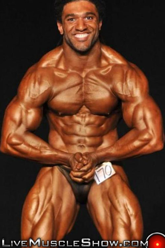 Live-Muscle-Show-Brice-King-veiny-arms-V-shaped-back-round-ripped-waist-abs-obliques-quads-bubble-butt-001-male-tube-red-tube-gallery-photo