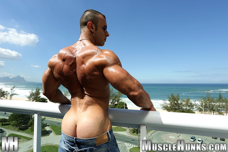 MuscleHunks-Sicilian-superstar-Gianluigi-Volti-muscle-handsome-super-ripped-super-hung-super-sexy-bodybuilder-005-tube-download-torrent-gallery-photo
