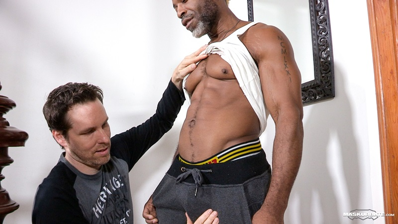 Maskurbate-DILF-Dad-I-like-to-fuck-hot-mature-men-worship-muscular-bodies-Robert-well-hung-black-guy-huge-ebony-9-inch-long-uncut-thick-dick-03-gay-porn-star-sex-video-gallery-photo