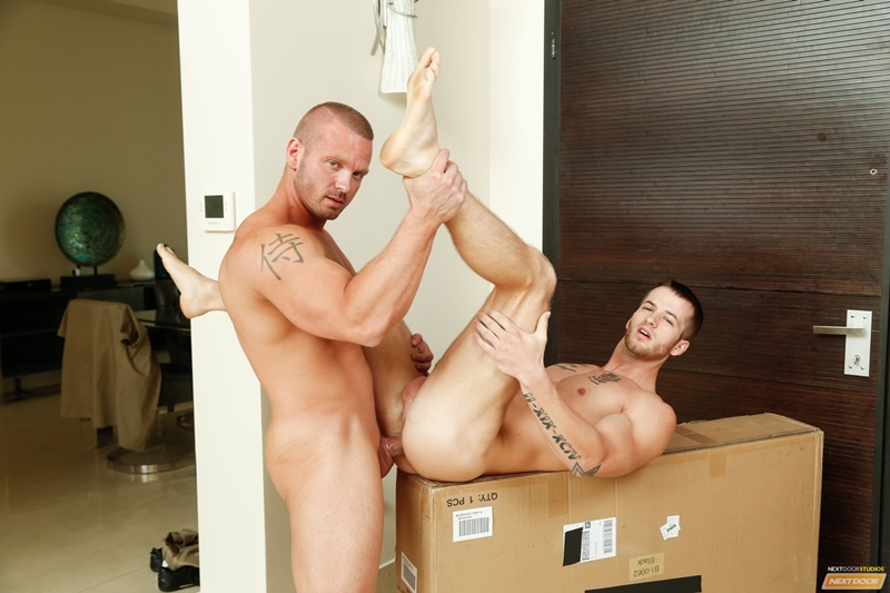 NextDoorBuddies sexy naked muscle dudes James Huntsman anal fucks Quentin Gainz big large cock tight ass hole cocksucking men kissing 011 gay porn sex gallery pics video photo - James Huntsman spins Quentin Gainz around and slaps his cock against his tight ass hole