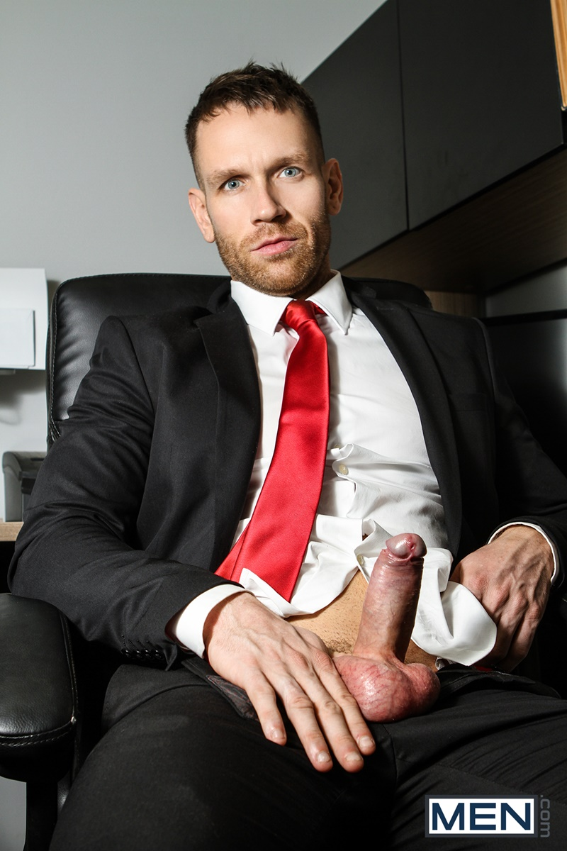 Men gay porn naked muscle dudes sex toy pics Paul Canon electric butt plug older hunk new boss Kit Cohen muscled mature man 005 gallery video photo - Paul Canon's electric butt plug goes off during job interview with new boss Kit Cohen