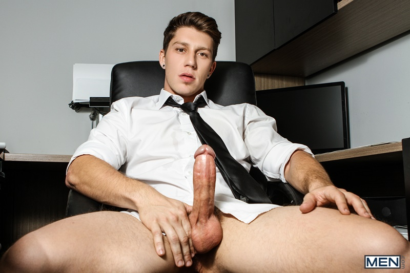 Men gay porn naked muscle dudes sex toy pics Paul Canon electric butt plug older hunk new boss Kit Cohen muscled mature man 006 gallery video photo - Paul Canon's electric butt plug goes off during job interview with new boss Kit Cohen
