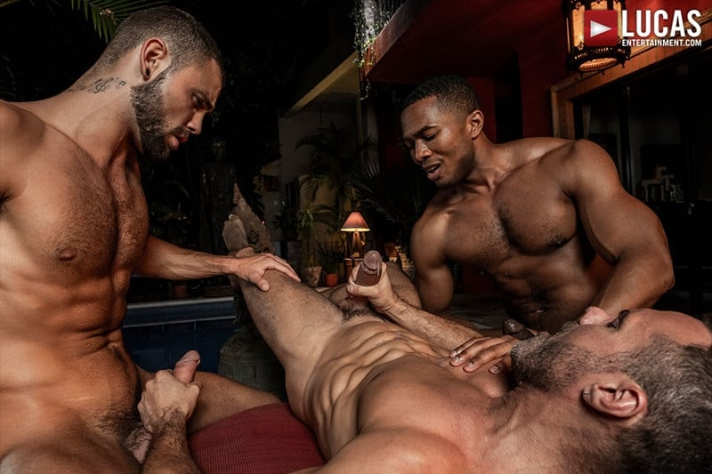 Men for Men Blog MANUEL-SKYE-JEFFREY-LLOYD-SEAN-XAVIER-SUNSET-SEX-LucasEntertainment-032-gay-porn-pictures-gallery Jeffrey Lloyd bareback fucks Sean Xavier before he takes Manuel Skye's big muscle cock Lucas Entertainment