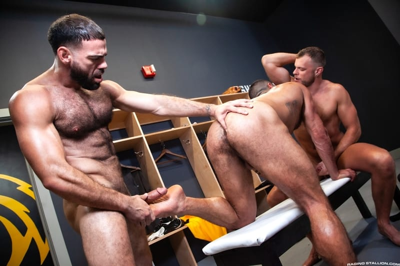 Big-muscle-studs-Wade-Wolfgar-stretches-Sharok-butt-hole-Ricky-Larkin-fucks-face-RagingStallion-010-Gay-Porn-Pics
