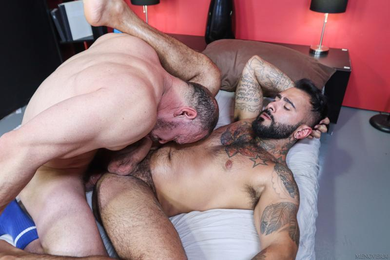 Horny muscle stud Rikk York bubble butt raw fucked Max Sargent huge cock Men Over 30 13 gay porn image - Horny muscle stud Rikk York's bubble butt raw fucked by Max Sargent's huge cock at Men Over 30